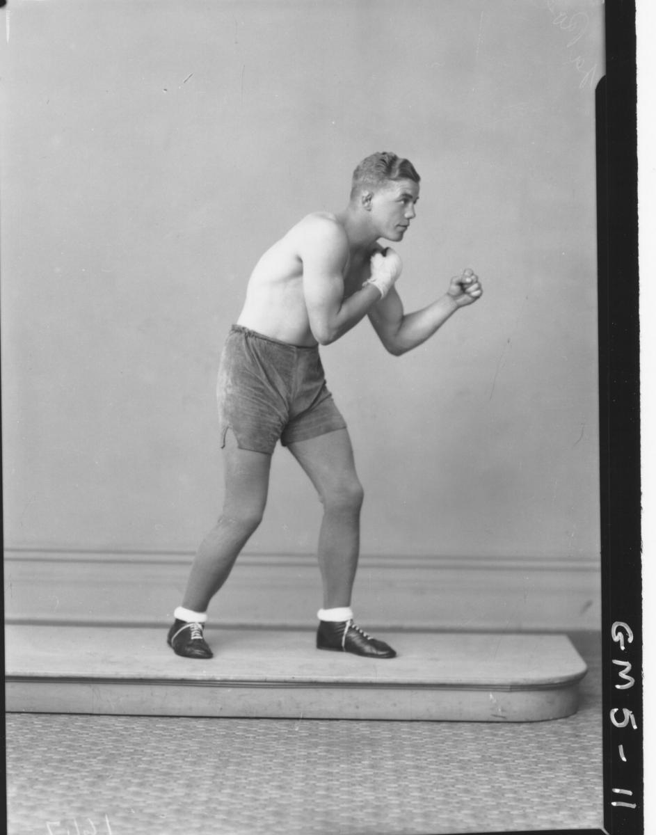 Portrait of male boxer, F/L La Pose.