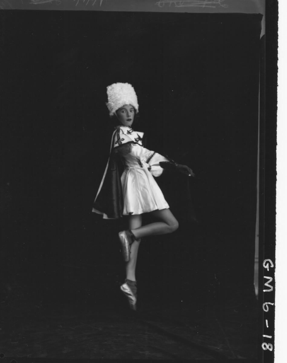 Portrait of lady dancer in costume, F/L Kennedy.
