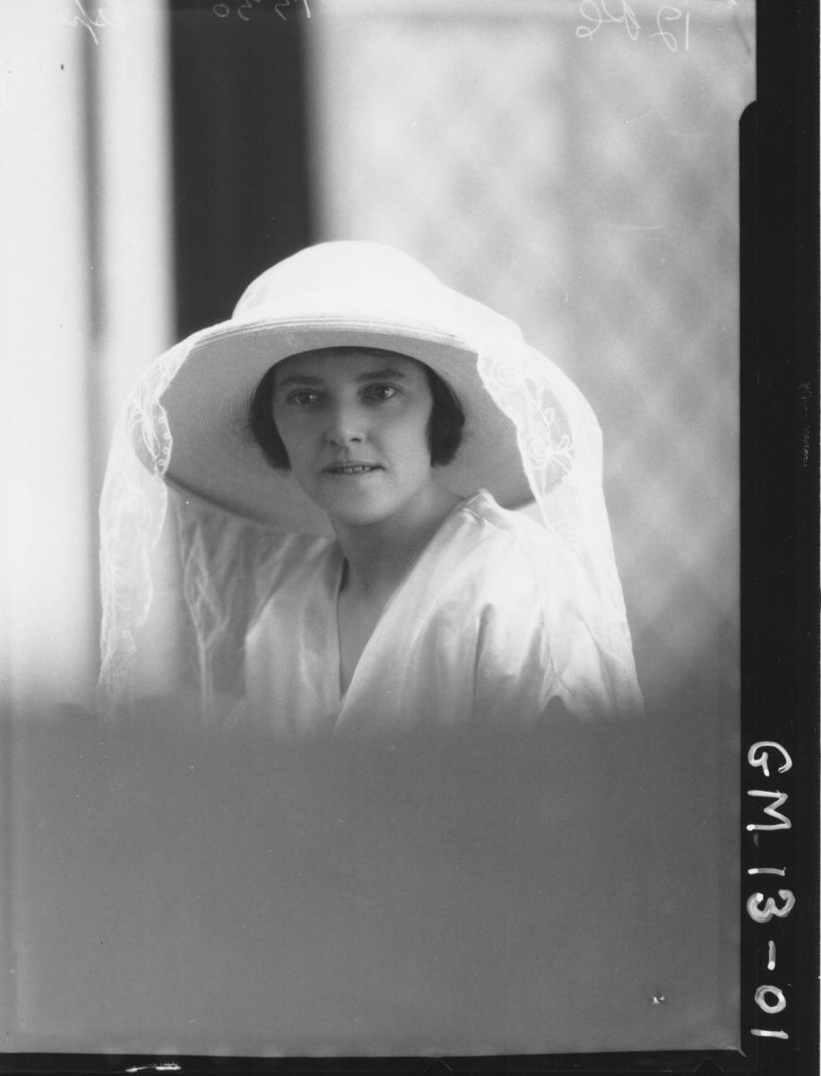 Portrait of young woman, H/S 'Espie'