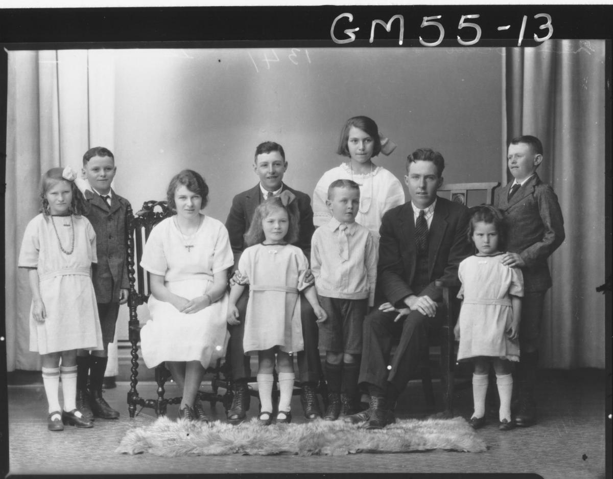 PORTRAIT OF WOMAN, MAN AND EIGHT CHILDREN, F/L MILES