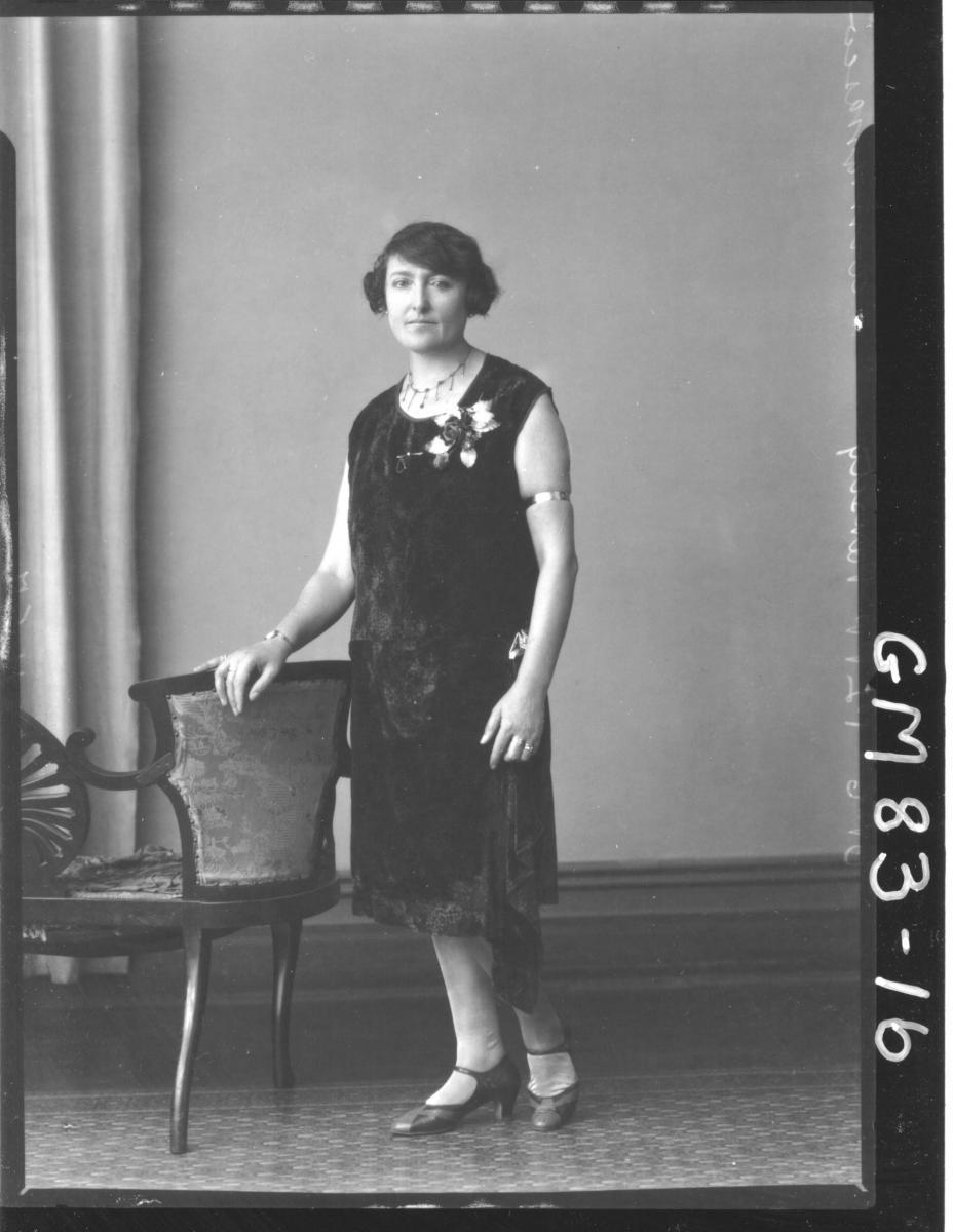 PORTRAIT OF WOMAN, F/L, ARMANESCO
