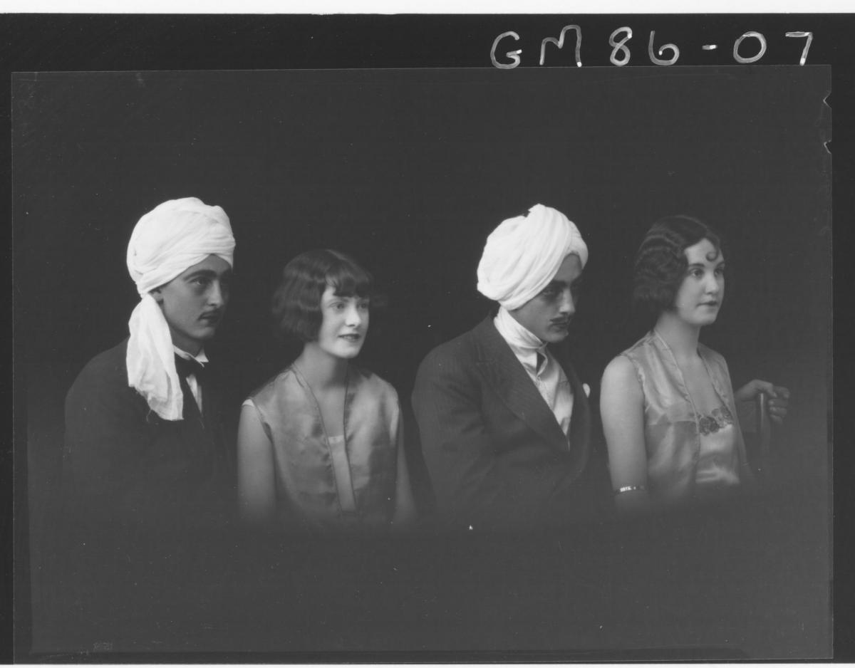 MAGICIAN AND ASSISTANTS, CAMPIE