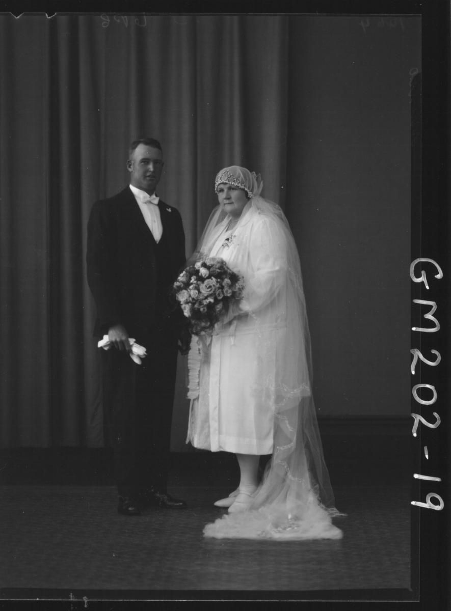 Portrait of wedding group 'Munro'