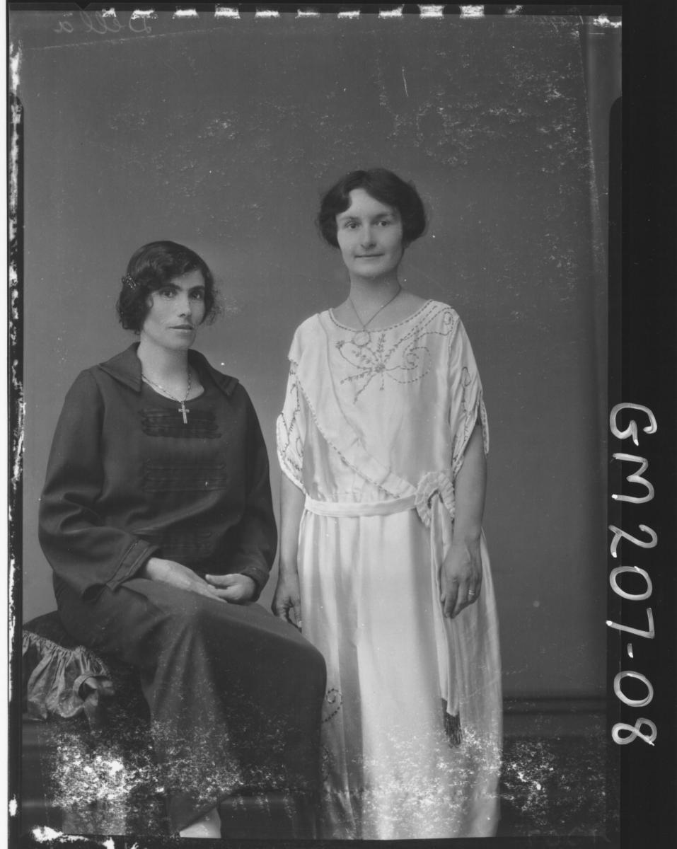 Portrait of two women 'Della'