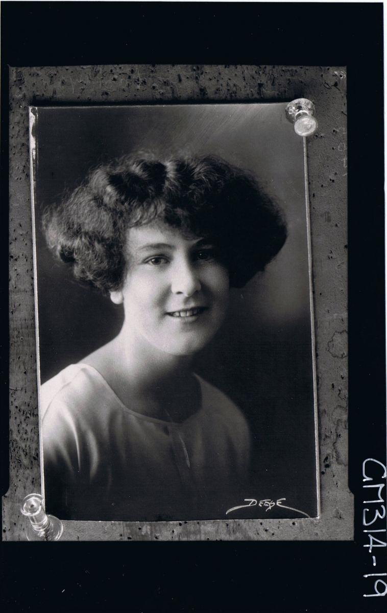 H/S Portrait of woman, (copy) words on picture reads 'DEASE'  'Mackay'
