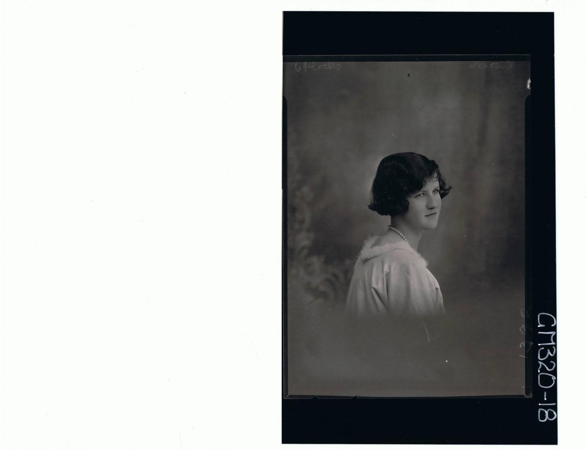 H/S Portrait of woman (side view) 'Scotson'