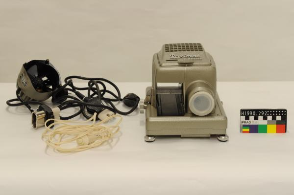 SLIDE PROJECTOR, 'Paximat Electric', in case with x4 parts