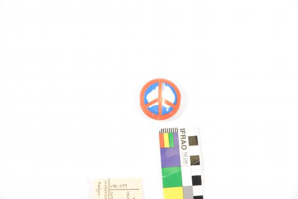 BUTTON BADGE, nuclear symbol on map of Australia