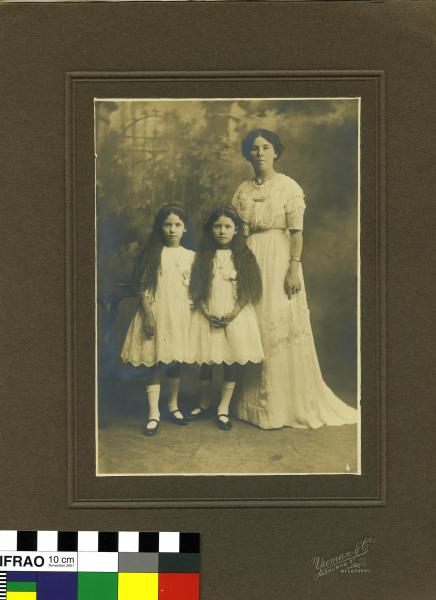 PHOTOGRAPH, Mrs E. Swan and daughters