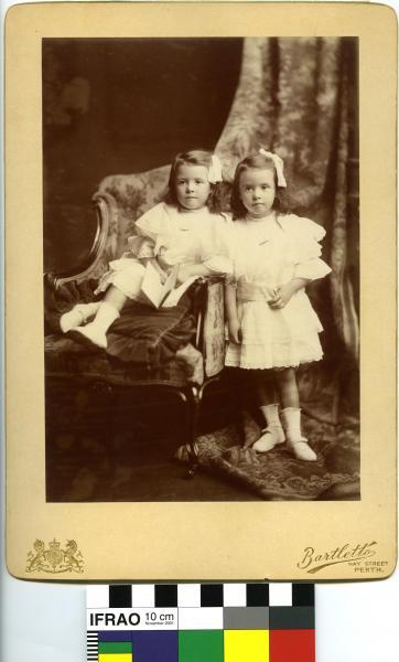 PHOTOGRAPH, Phoebe & Margaret Swan