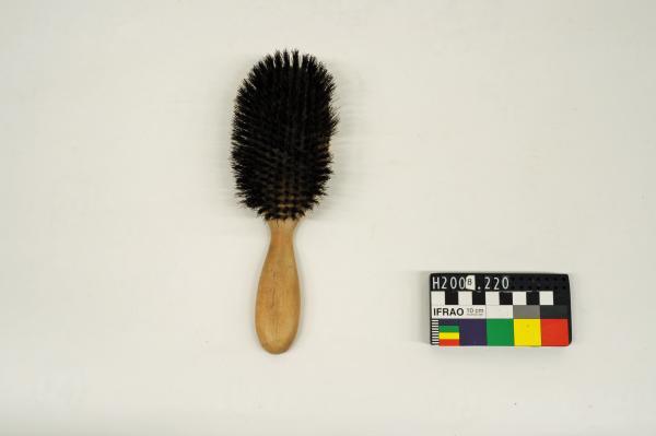 HAIRBRUSH, wooden & natural bristle, 'FREEDEN'