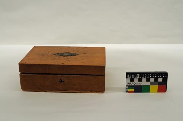 BOX, pine, rectangular, metal plaque