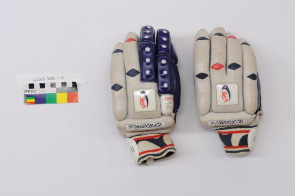 CRICKET GLOVES, batting, pair, leather, grey, blue, red, 'KOOKABURRA', 'BUBBLE PREMIER 111', Mike Hussey