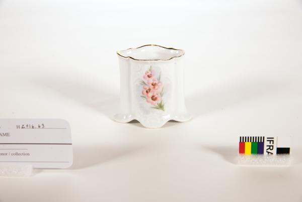 TOOTHPICK HOLDER, small, porcelain, handpainted with Geraldton Wax for Aherns, Perth