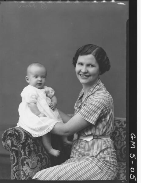 Portrait of woman and baby knop.