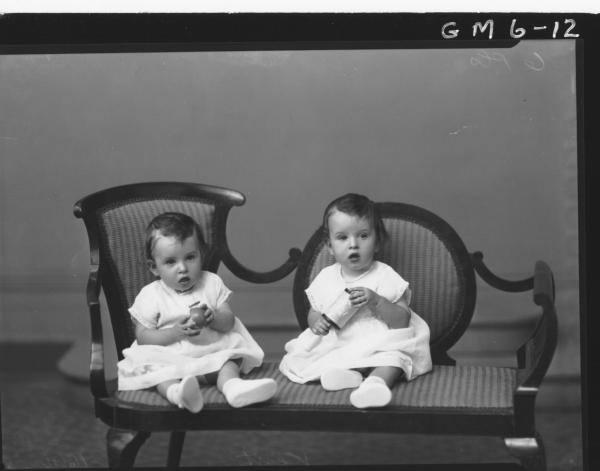 Portrait of twin babies, F/L Kent.