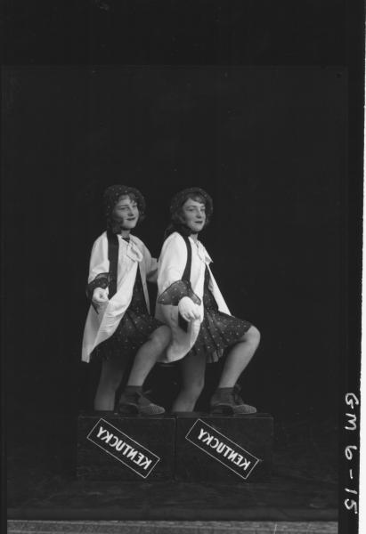 Portrait of two dancer 'Kentucky', F/L Kings Twins.