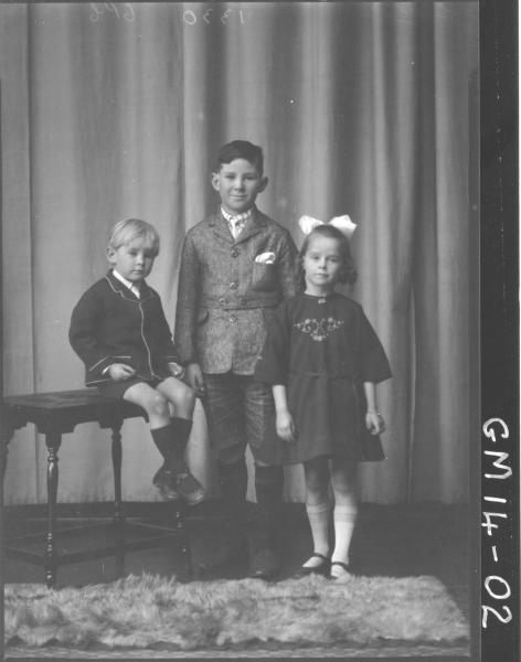 portrait of one girl and two boys F/L, 'Erbe'