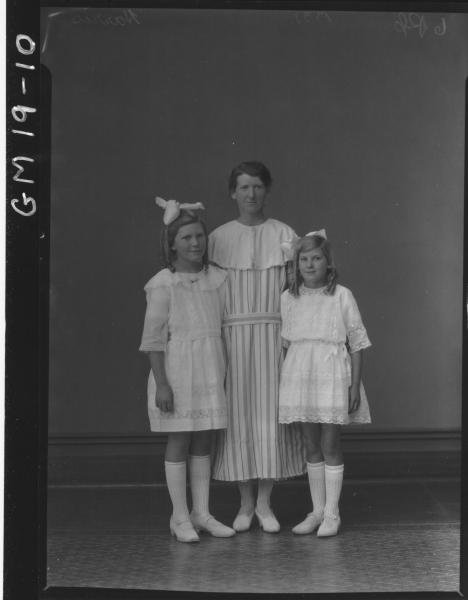 portrait of woman and two young girls F/L, 'Harris'
