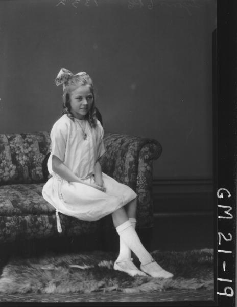 portrait of young girl F/L, Lyons