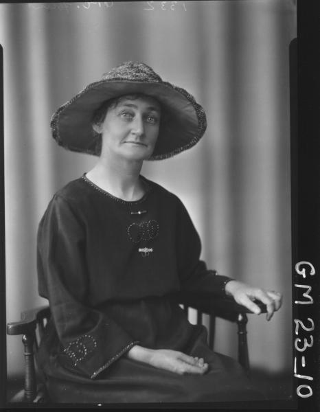 portrait of woman H/S, Hunt