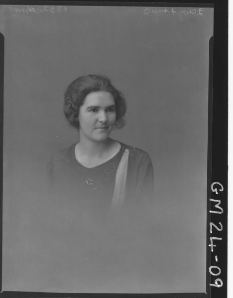 portrait of young woman H/S, Horne/Nurse