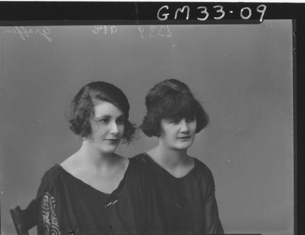 portrait of two young woman, H/S Graffen