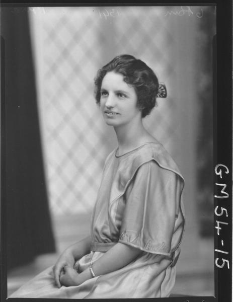 PORTRAIT OF YOUNG WOMAN, PORRA