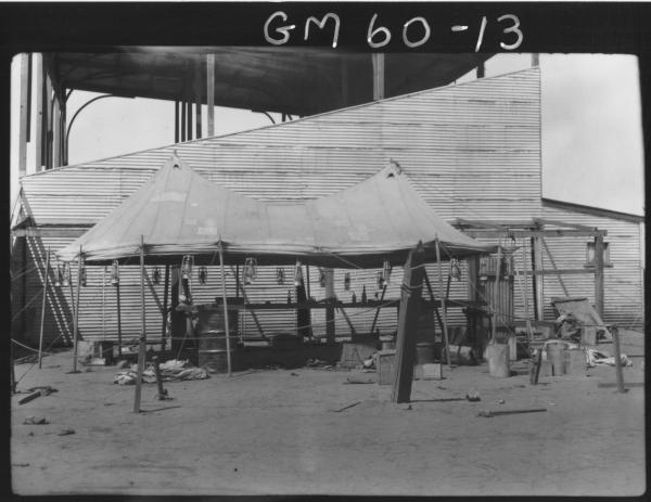 Camp with canvas roof used for car mechanics