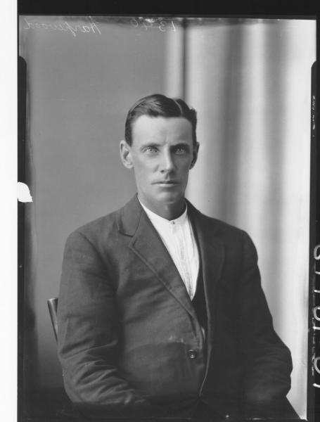 Portrait of man H/S, Harpwood