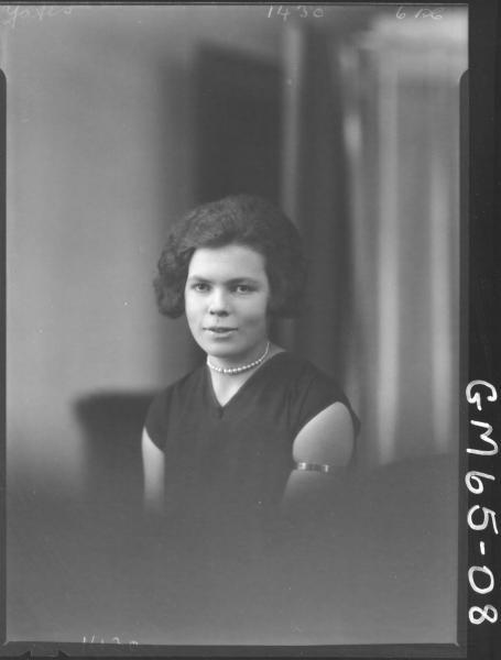 Portrait of woman H/S, Yates