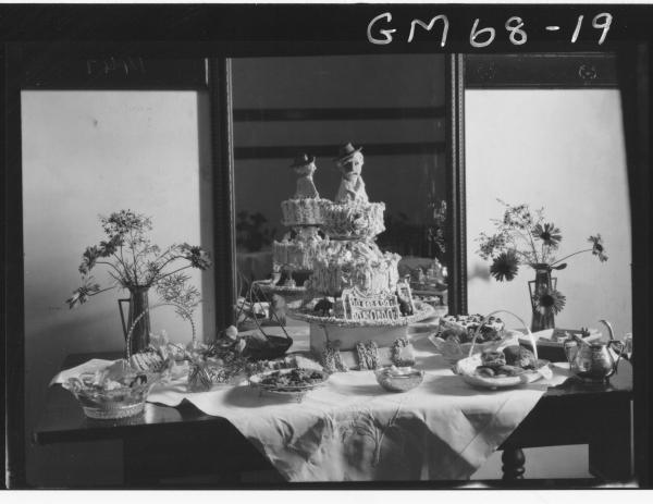 K.M.C. DECORATED CAKE DISPLAY