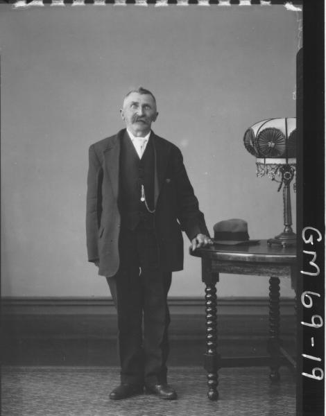 PORTRAIT OF OLD MAN, F/L, GOLDSMITH