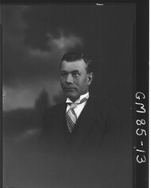 PORTRAIT OF MAN, H/S, ASH