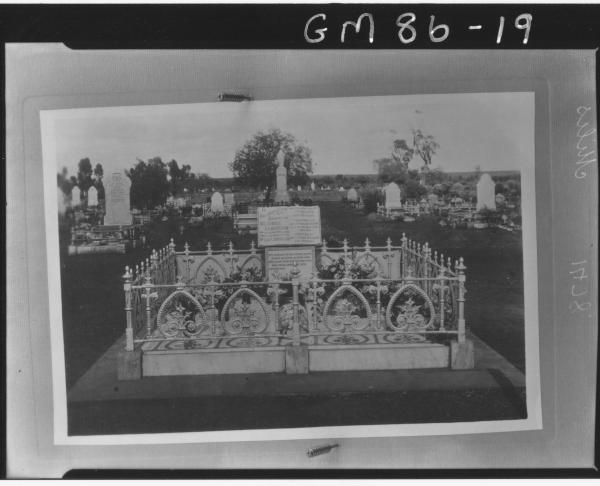 GRAVE OF BEATRICE HEMMINGWAY NEE HOWARTH, MILES.  24 Dec 1923, Registerd in Southern Cross buried in Kalgoorlie Cemetery.