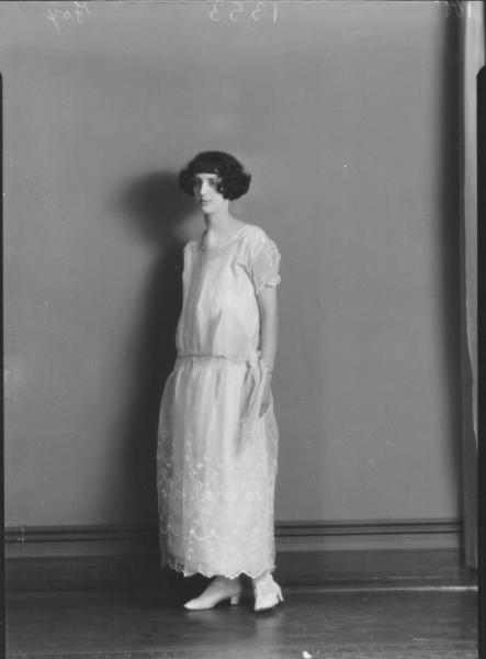 PORTRAIT OF WOMAN, FOX