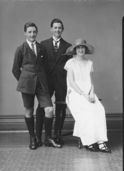 PORTRAIT OF WOMAN AND TWO MEN, F/L, D'ALMEDIA