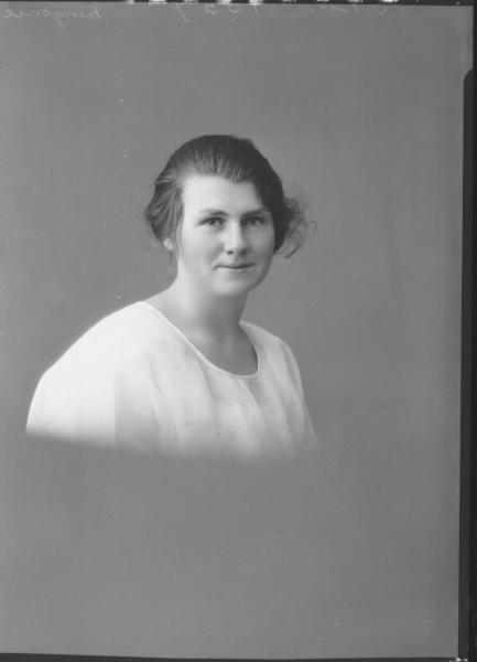 PORTRAIT OF WOMAN, MINGONIE