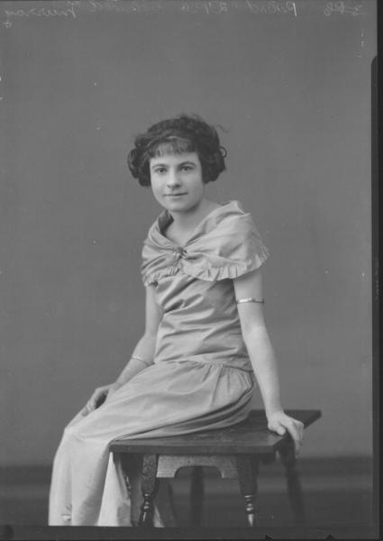 PORTRAIT OF WOMAN, MURRAY