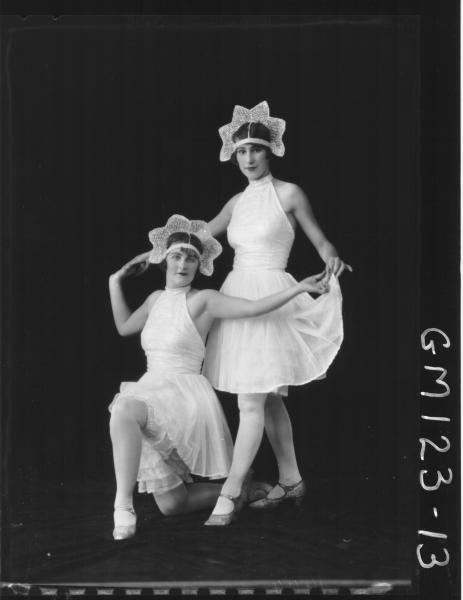 Portrait of two women, fancy dress 'Eastwood'