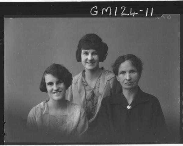 Portrait of three women 'Kerr'