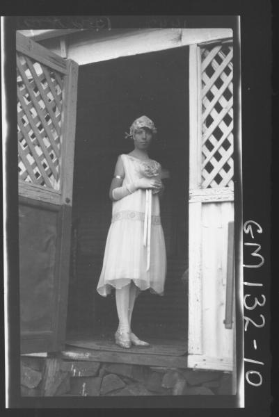Outdoor picture of woman 'Beatty'