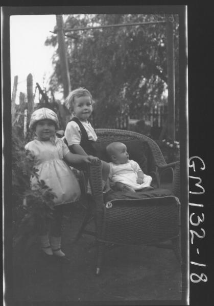 Outdoor picture of three children 'Burrows'