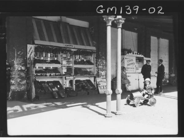 Fruit stall, Porter St. 'Baldwin'