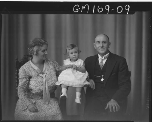 Portrait of man, womand & child 'Pascoe'
