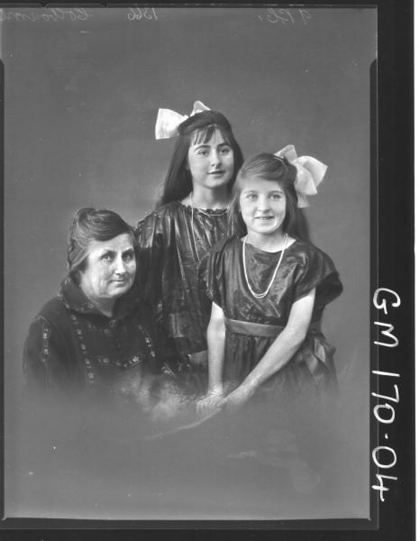 Portrait of women and two girls 'Colbourne'
