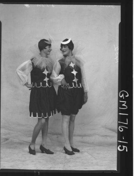 Portrait of two women Fancy dress 'Gibson'