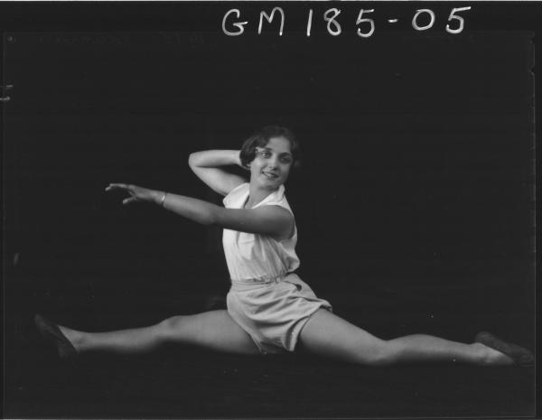 Portrait of girl dancer 'Edwards'