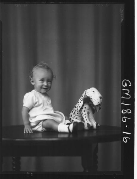 Portrait of baby 'Hand'