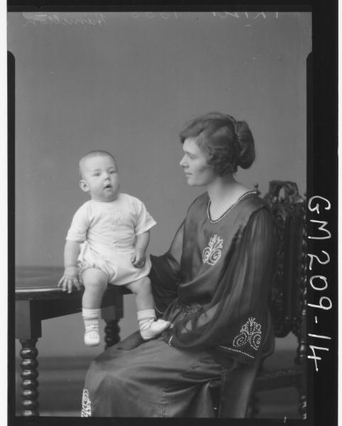 Portrait of woman and baby 'Hamilton'